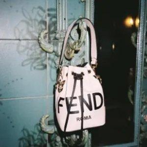 一律85折 €246收老花围巾Fendi 新款独家大促 爆款老花围巾、水桶包、法棍包都在线