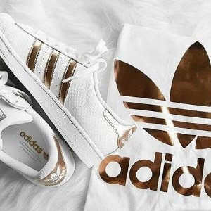 30% OffWhite Sneakers @ adidas