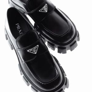 低至7折 冰粉色腋下包$1590Prada 包包鞋履 铆钉Cahier仅$1047 帅气厚底鞋$882