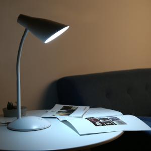 $17.99 (原价$29.99)AUKEY LT-ST13 4.8瓦 LED 白色时尚护眼台灯