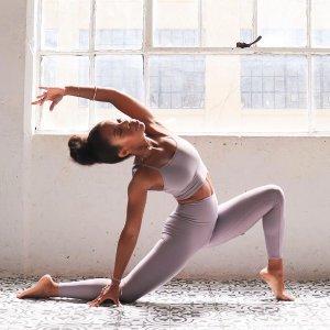 5.2折起 $38收短款上衣上新:Alo Yoga 折扣区 Ins博主的心水好物 $86收高腰 legging