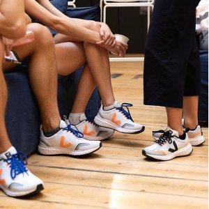 可凑情侣款 1双免邮中国黑五开抢:Veja 新款Condor跑鞋首降7折,超高舒适度