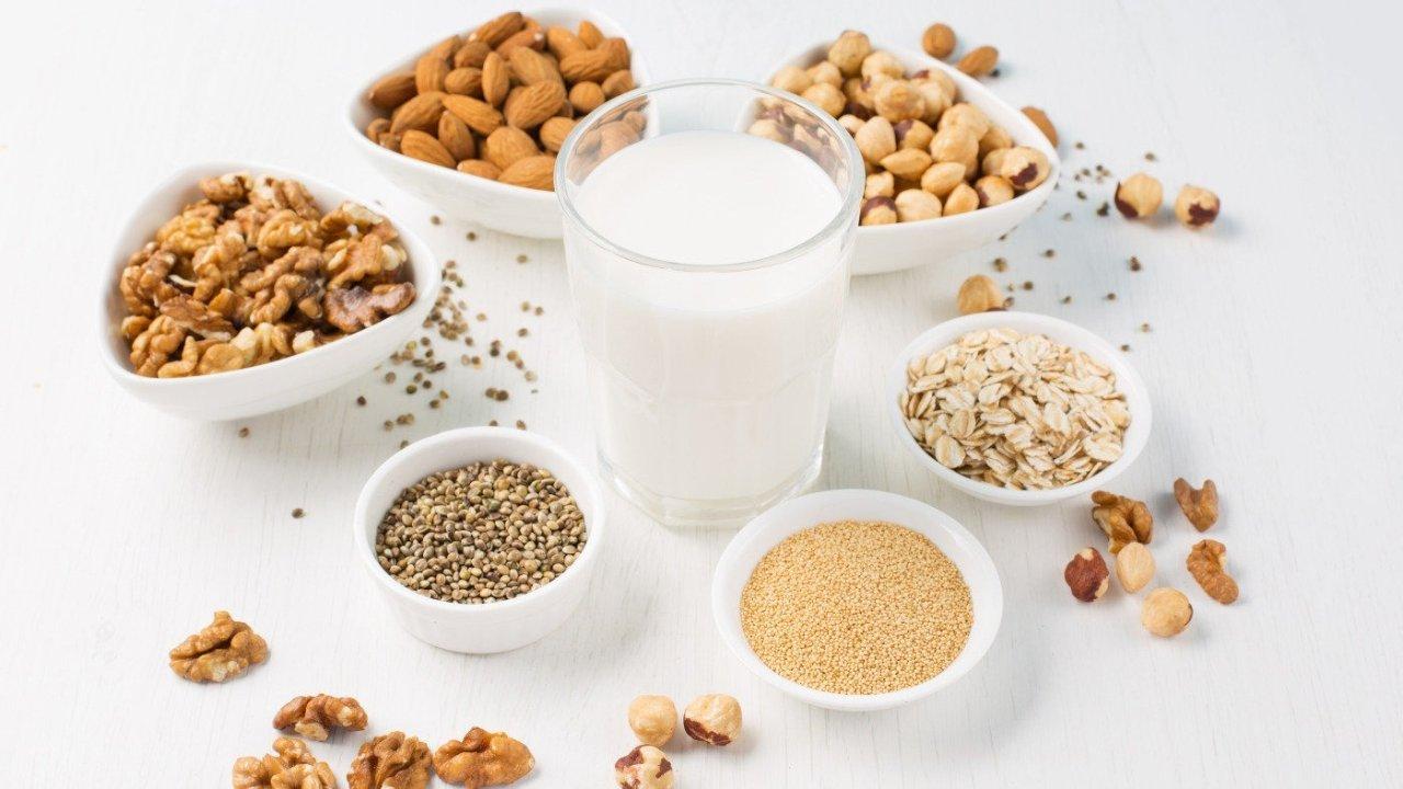 豆奶,燕麦奶,杏仁奶,腰果奶。。。哪个热量最高?营养最丰富?美味的牛奶替代品一贴Get!