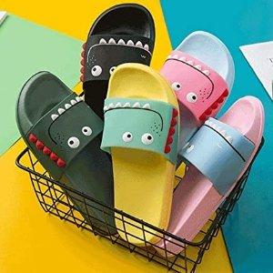 低至€9.9 儿童和成人码全KVbabby 可爱恐龙拖鞋 材质柔软 防滑防腐蚀 超多款式颜色