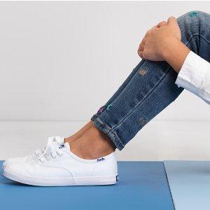 正价8.5折,收亲子小白鞋Keds 官网精选童鞋热卖 Kate Spade合作款也参加