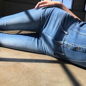 Up To 32% Off + Extra 50% OffFrame Jeans Collection Sale @ Barneys Warehouse