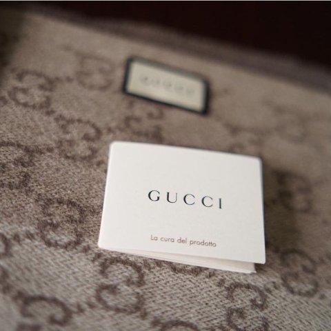 无门槛6.1折+免邮黑五独家:Gucci 围巾、墨镜等配件大降价 经典老花羊毛围巾史低价