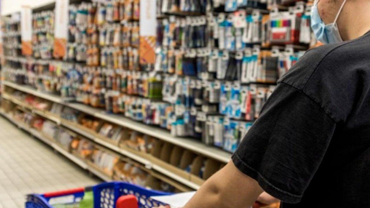 """封锁令再次升级!法国超市将禁止销售所有""""非必需""""商品,你囤够货了吗?"""