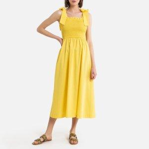 淡黄色吊带连衣裙