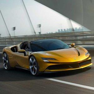 499.8 万元 V8 + 三电机新品上市:Ferrari SF90 Spider 插电混动敞篷超跑