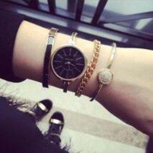$98(原价$225)Anne Klein  AK/1470 施华洛世奇水晶腕表套装