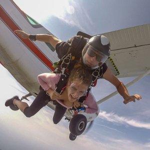 $233.75(原价$289) 独家85折Skydive Ontario 高空跳伞团购中 周末相约去跳伞吧