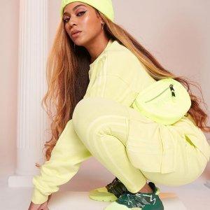 $125收斜挎包 男女同款上新:Adidas x Ivy Park 联名系列 卫衣、运动鞋都有