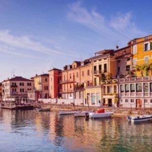 7.5折 人均£89起 2-3晚含早餐但丁的那片海 意大利加尔达湖机票酒店套餐