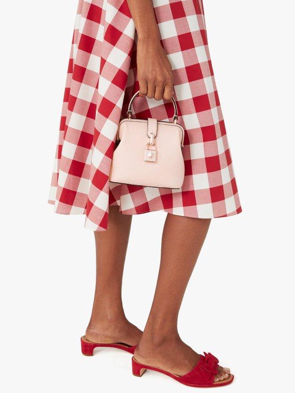 粉色锁扣包