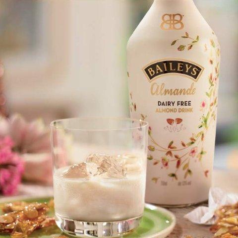 现价£10(原价£19.99)Baileys 杏仁味百利甜热促 不含乳制品配方 好喝不胖