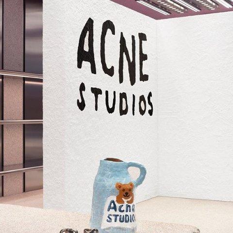 Acne Studios 服饰配饰热卖 T恤$114,围巾$90