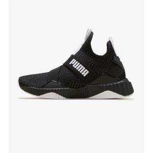 Defy Mid Core运动鞋