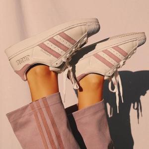低至5折 渐变紫贝壳头上新adidas 薰衣草紫 收新款运动鞋、夹克卫衣、休闲服饰
