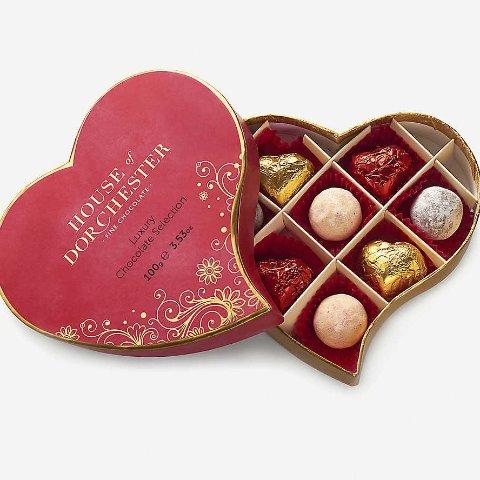 £9.99收封面爱心款巧克力Selfridges 情人节巧克力、节日花束限定款上线 满分节日氛围感