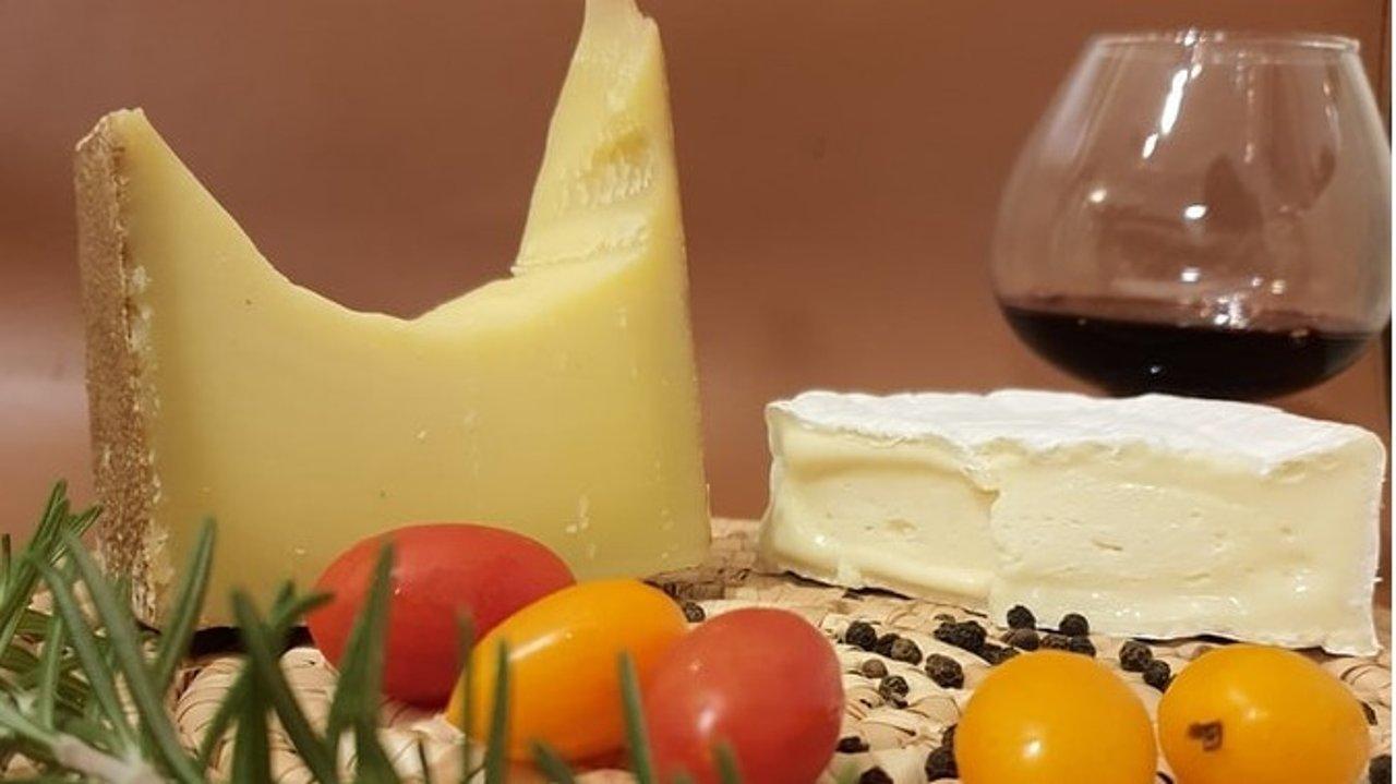 法国奶酪超全科普贴   什么样的奶酪怎么吃,教你和法国人一样吃奶酪!