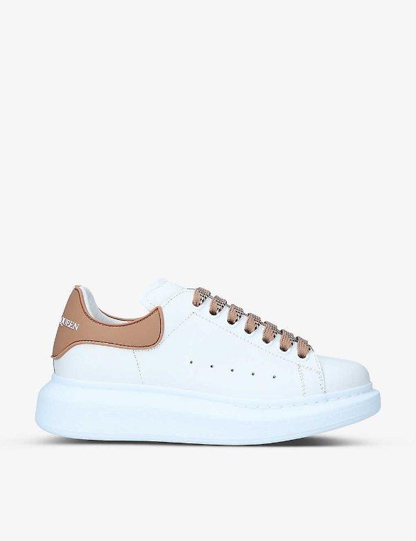 驼色尾小白鞋