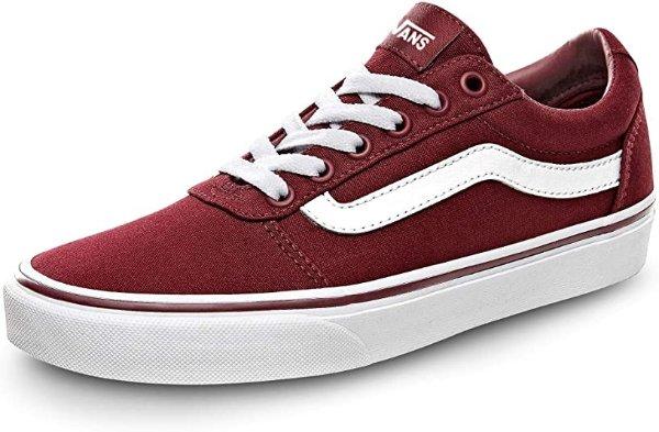 酒红色滑板鞋
