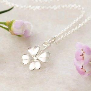 Lily charmed四叶草项链