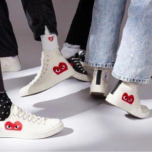 波点低帮帆布鞋€159收Comme des Garçons Play 潮衣潮鞋热卖 穿上经典代表logo红心