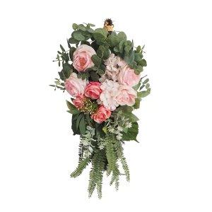 玫瑰、绣球、桉树花束