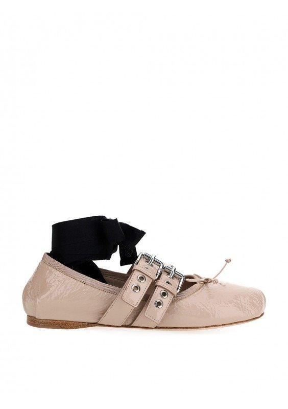 绑带芭蕾舞鞋