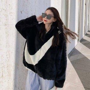 首单8折 €119收Jennie同款Nike 全网爆火的大勾仿皮草外套这里有 穿上就是人间富贵姐