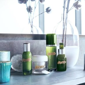 Earn Up to a $700 Gift Cardwith La Mer Beauty Purchase @ Saks Fifth Avenue