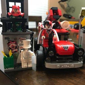 现价£30.99(原价 £49.99)Lego 乐高 蝙蝠侠系列 70921 哈雷奎因炮弹突击