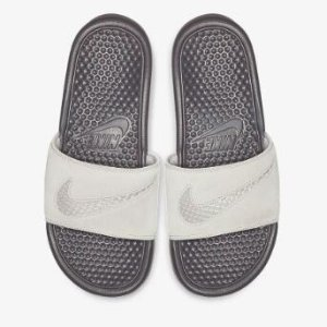Ending Soon: Extra 25% Off Sandals Sale @ Nike