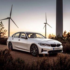 10秒真男人 5月来美2021 BMW 330e 插电混动轿车