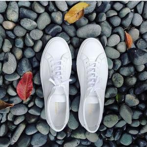 一口价$273 杨幂、AB都在穿Common Projects 高级好穿小白鞋 每双带有独一无二烫金序号