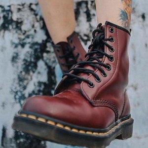 Dr Martens6.8折,樱桃红,软皮1460 马丁靴