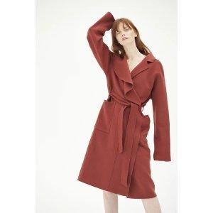 酒红色羊绒大衣