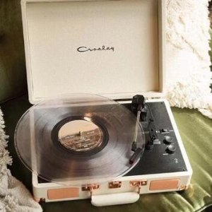 额外8折 唱片机仅$47.99限今天:Crosley 娜比同款蓝牙唱片机 清新家居小物热卖