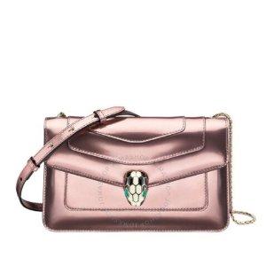 仅$1498.99(原价$2600)Bvlgari 玫瑰粉蛇头斜挎包 变相5.8折 罕见好价 速收