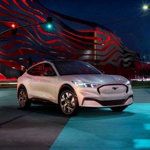 直接超越Tesla明年实现脱手自动驾驶 Ford老厂牌焕发第二春