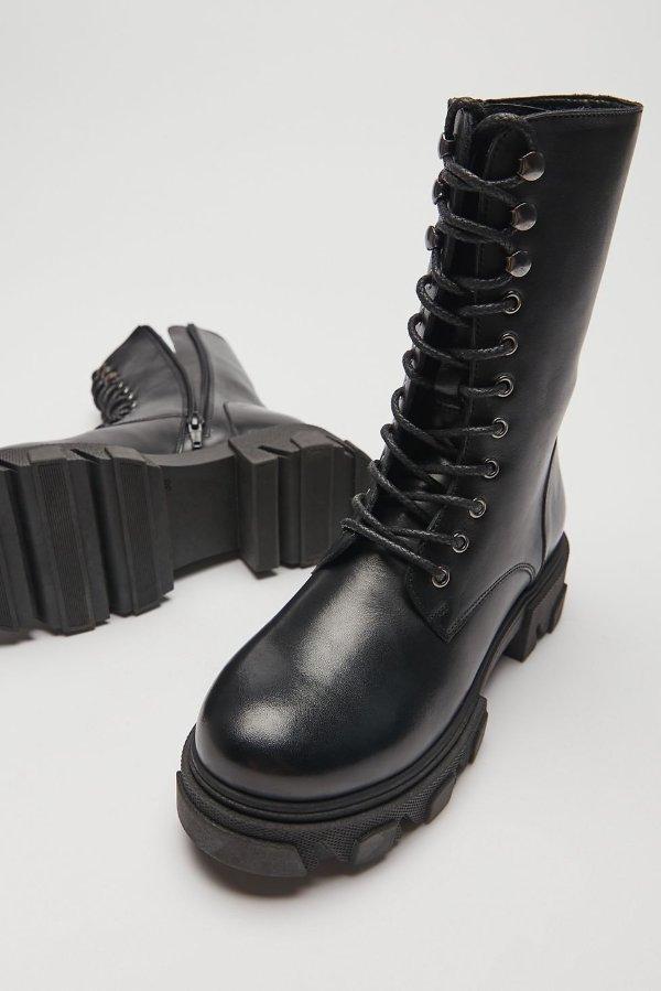 系带马丁靴