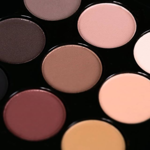 30% off with EYE SHADOW X 15 purchase @ MAC Cosmetics