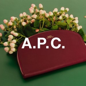 变相4.2折起 沈梦辰同款€78.4A.P.C.  法式小众品牌  狂欢价收经典半月包、简约风美衣等