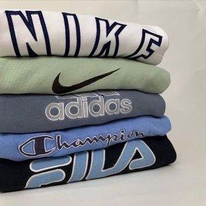 低至4折起 Swoosh复古卫衣£26Nike、Champion、adidas 爆款卫衣折扣合集 复古简约运动风
