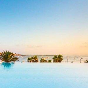 度假村带3个超大游泳池马耳他Malta4星度假村 2晚住宿 只要€39