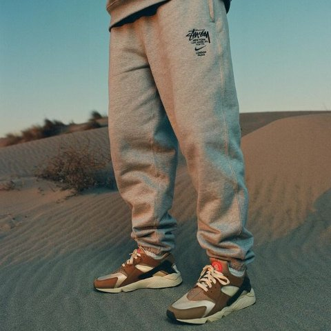 2月18日发售  低至£79起Nike x Stüssy 联名帽衫卫衣裤、华莱士球鞋 复古情怀即将上线