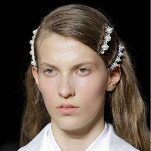 低至5折 £18收珍珠发卡Harvey Nichol 发饰专区 今夏最仙珍珠发卡、渔夫帽降价来袭