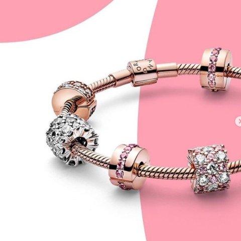 1条手链+2个串珠=£99 变相8折Pandora官网 Moment系列开启正价满减 任意自选搭配
